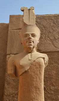 ルクソールのアムンレ像