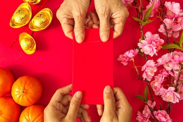 Празднование китайского нового года. празднование китайского нового года или лунного