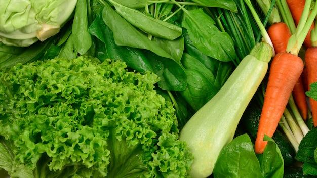 新鮮な野菜とハーブ
