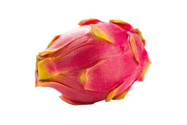 Сладкие вкусные фрукты дракона или питайи, изолированные на белом