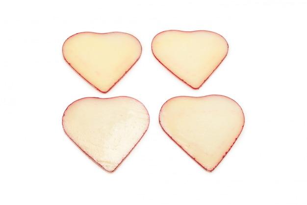 Кусочки сыра в форме сердца