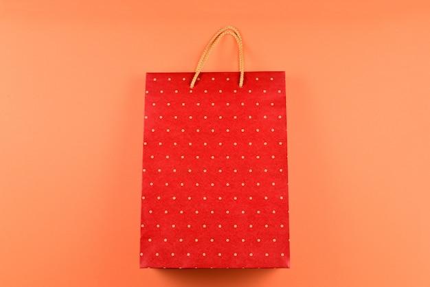 水玉模様の赤いパケット