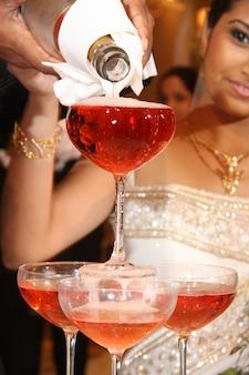 結婚式のシャンパンの噴水