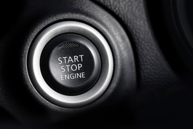 プッシュボタンで現代の車を始動させます。