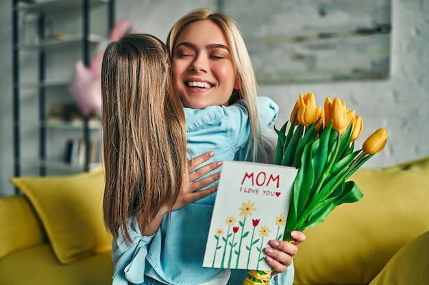 С днем матери.