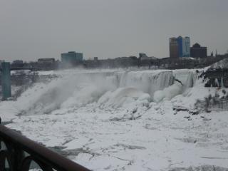 Зимой в ниагарский водопад