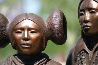 インカの銅像