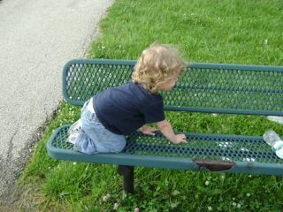 子供をベンチを征服