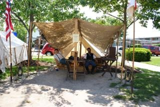 テントの中で内戦の兵士