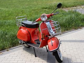 古いスタイルのスクーター