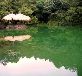 静かな湖、孤独