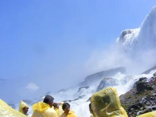 ナイアガラの美しさは、流れる滝