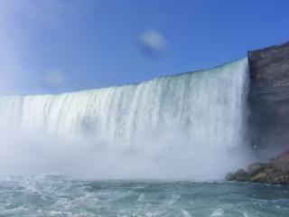 ナイアガラの美しさはクールな滝