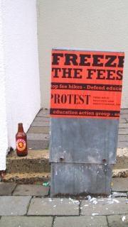 抗議のプラカード