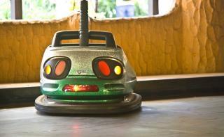 おもちゃの車の車