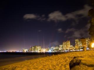 夜のハワイ
