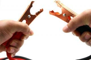 ジャンパーケーブルや手、分離