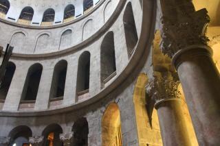 神聖な墓の教会でアーチ