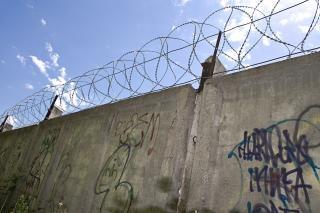 鉄条網の壁