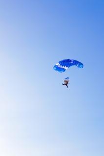 Парашютист, прыжки с парашютом