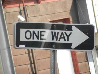 一方通行標識の一方向
