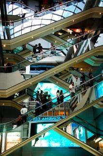 ショッピングモールのエレベーター