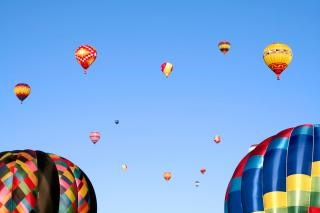カラフルな熱気球