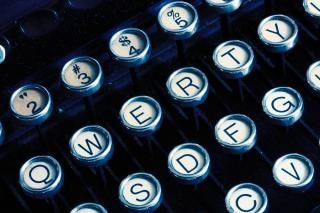 アンティークのタイプライターは、回覧をクローズアップ