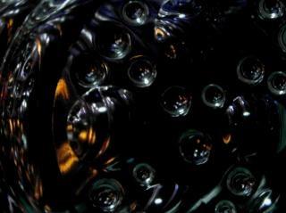 黒の抽象的なバブルの背景ネットワーク