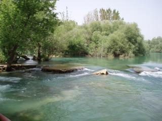 アンタルヤの近くの川マナヴ
