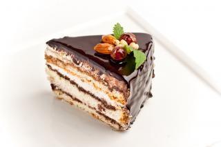 甘いチョコレートケーキのスライス