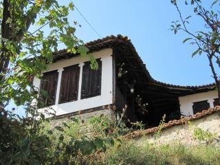 古い伝統的なブルガリアの家