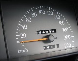 スピードメーター、高速