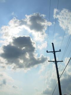 雲は、電力線