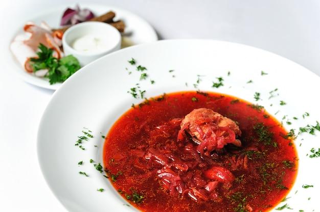 ボルシュ。伝統的なウクライナ料理。