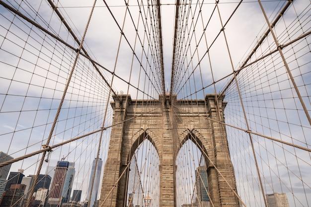 ニューヨークのブルックリン橋の建築