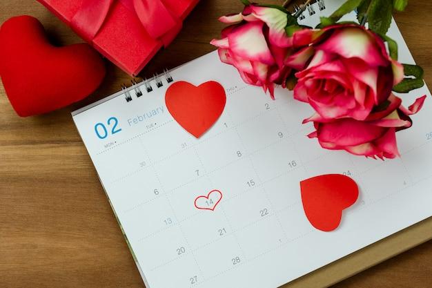 テーブルトップビューバレンタインの日の休日背景コンセプトの装飾のアンテナ。