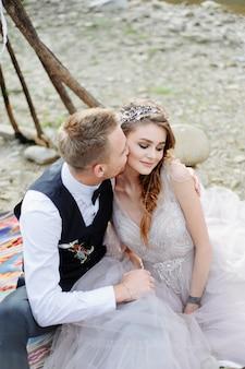 恋するカップルのフォトセッション。自由奔放に生きるスタイルの結婚式