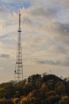 森のテレビ放送塔