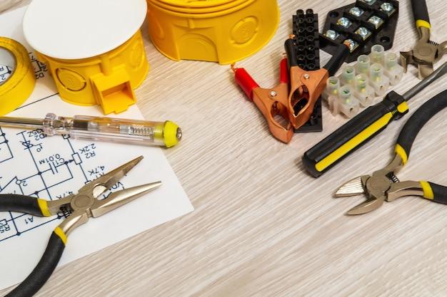 電気用キットのスペアパーツとツール