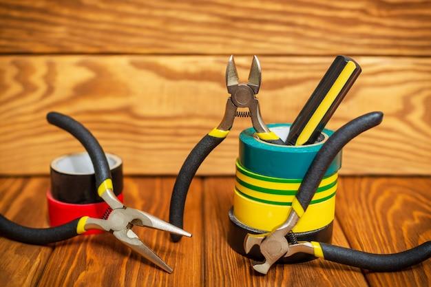 マスター電気技師のためのツールとスペアパーツ