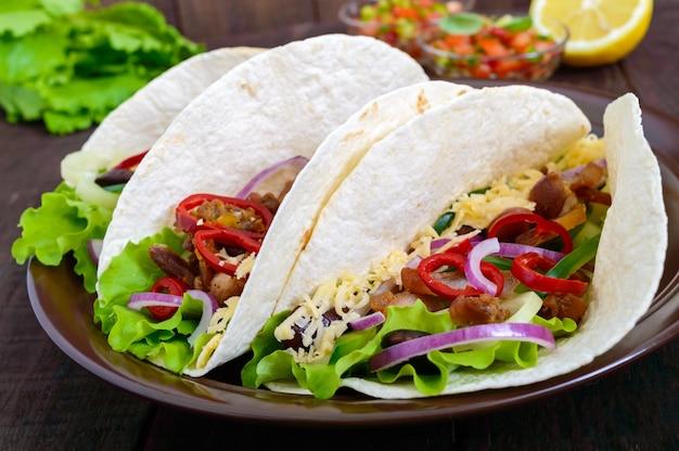 タコスは伝統的なメキシコ料理です