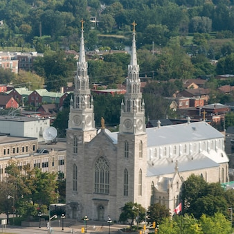 ノートルダム大聖堂大聖堂、オタワ、オンタリオ、カナダの高いアングルビュー