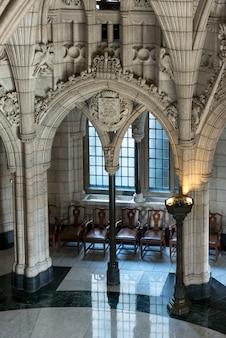 カナダ、オンタリオ州、オタワ、国会議事堂、ピースタワーの眺め