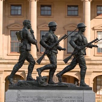 Статуи солдата в провинциальном доме, шарлоттаун, остров принца эдуарда, канада