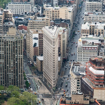 Вид с воздуха на улицу и утюг, манхэттен, нью-йорк, штат нью-йорк, сша