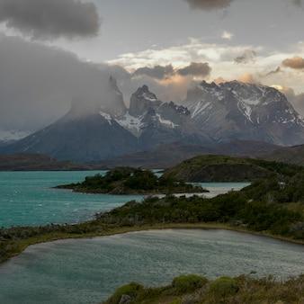 ピホー湖、トレス・デル・ペイン国立公園、パタゴニア、チリ