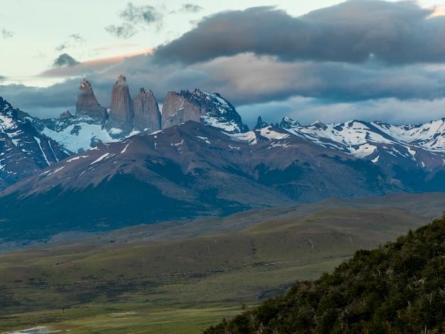 山、トレスデルペイン国立公園、パタゴニア、チリの眺め