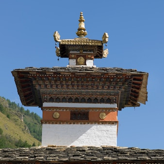 修道院、パロ、パロ地区、パロ谷、ブータンの低い角度の競合