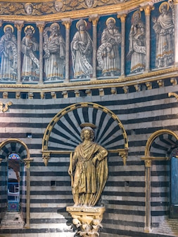 シエナ大聖堂、シエナ、トスカーナ、イタリアの内部